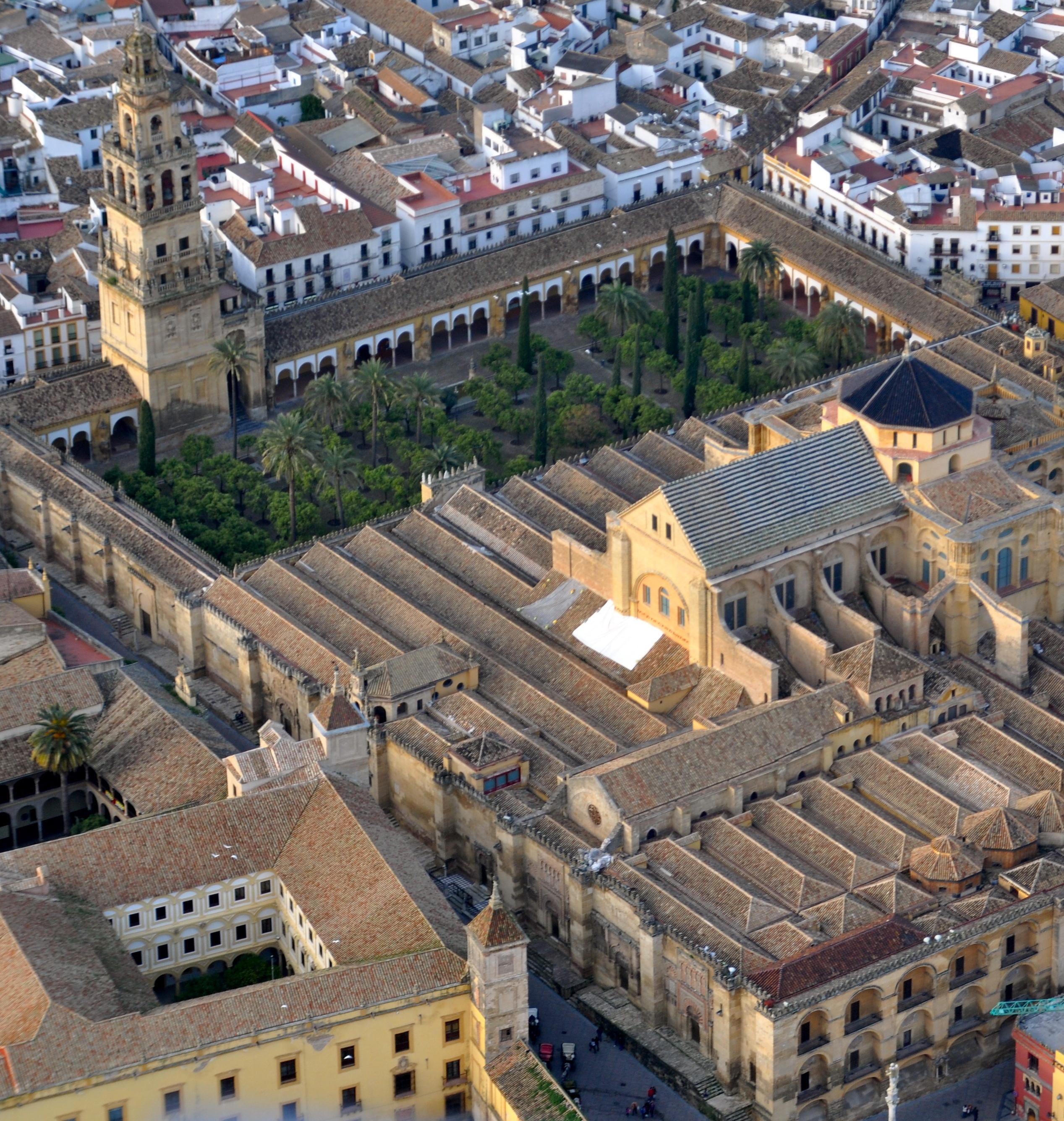 El Cabildo Catedral renueva su compromiso con las hermandades y cofradías de Córdoba.