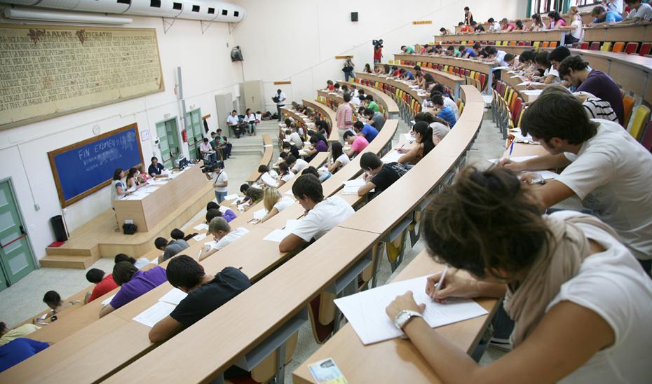 La Universidad de Granada custodia ya los más de 800.000 exámenes de la Selectividad.