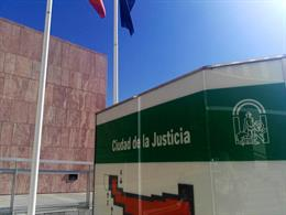 Juzgan a tres acusados por irregularidades en adjudicación de obras municipales en Benalmádena