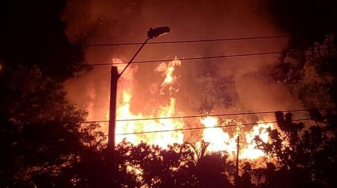 Desalojadas 300 personas por incendio en poblado chabolista
