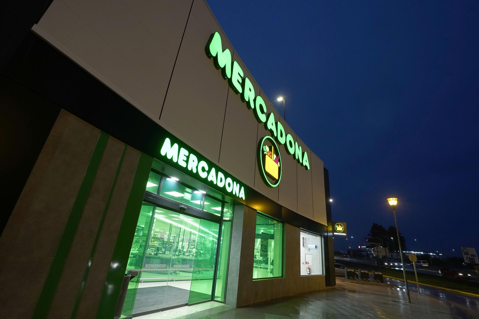 Mercadona incrementa en un 60% su inversión en Andalucía y crea 147 empleos fijos.