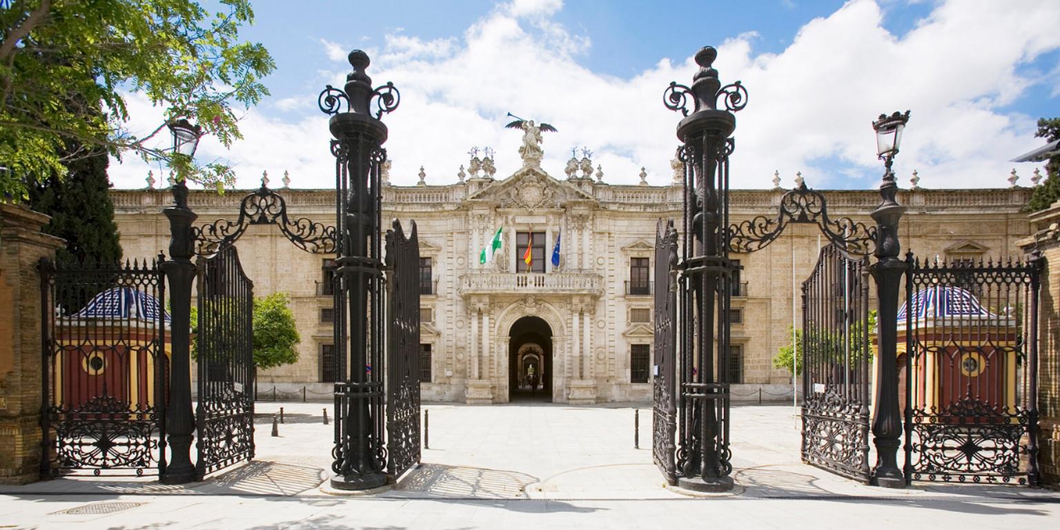 Los universitarios de Sevilla piden obtener el título incluso con una asignatura pendiente